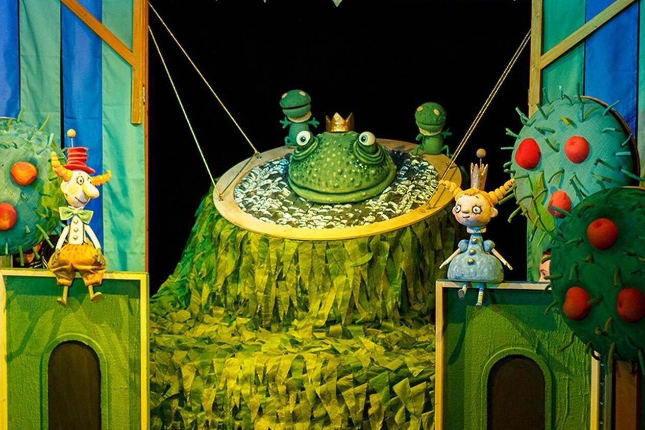 """Кукольный спектакль """"Сказка о капризной принцессе и короле лягушек"""""""