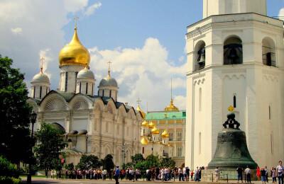 «Сердце Москвы - Кремль»   (территория Кремля с соборами)