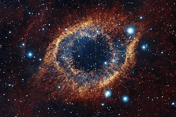 Бетховен «Лунная соната». Моцарт «Маленькая ночная серенада». Бетховен «Аппассионата». Видеоинсталляция: Вселенная глазами телескопа Hubble
