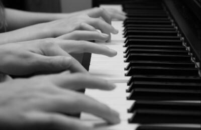 В четыре руки. Редкие сочинения для фортепианного дуэта