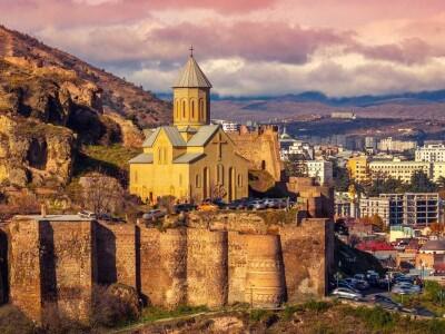 Тбилисо. Грузинское многоголосие, орган, колесная лира