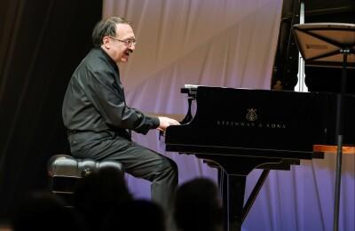 Даниил Крамер (фортепиано), Дарья Чернакова (контрабас)